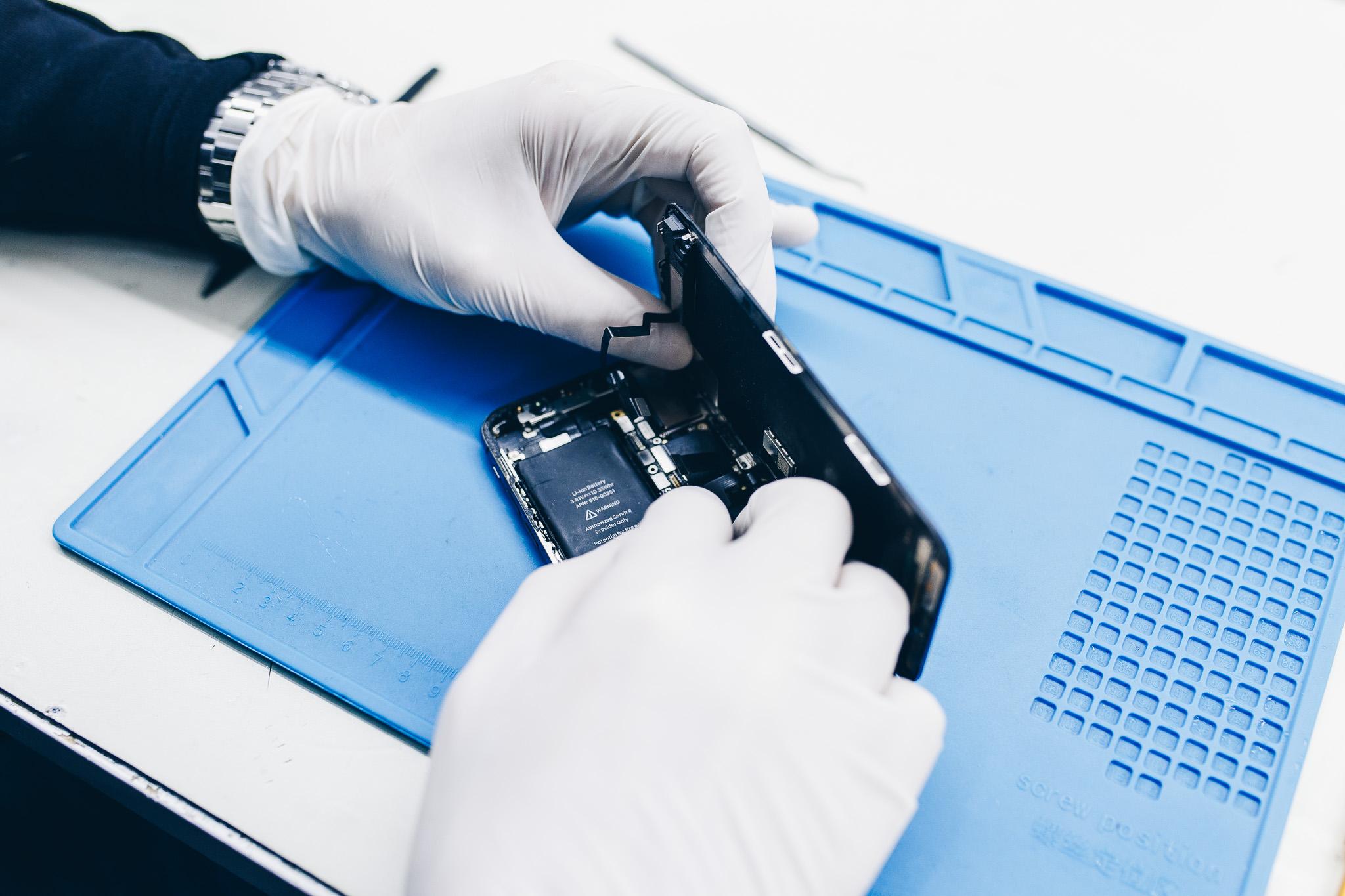 Baterie iPhone a čištění mobilu